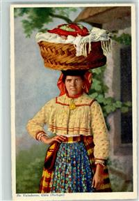 Valadares Gaia Country woman on the way to the fair Tracht Frau Korb  Trachten Portugal